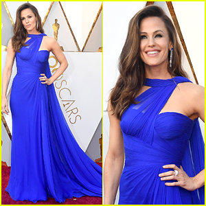 Jennifer Garner Is a Blue Beauty on Oscars 2018 Red Carpet