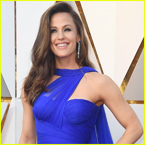 Jennifer Garner Adds Voiceover to Her Oscars Meme - Watch Now!
