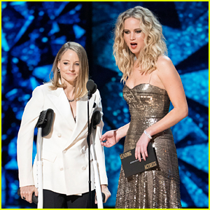 Jennifer Lawrence & Jodie Foster Roast Meryl Streep at Oscars 2018 (Video)
