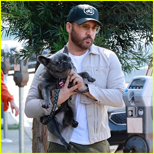 Jeremy Piven Takes Cute Dog for a Walk After Announcing Stand-Up Comedy Tour