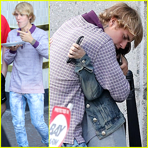 Justin Bieber Eats His Lunch on the Go on His Birthday!