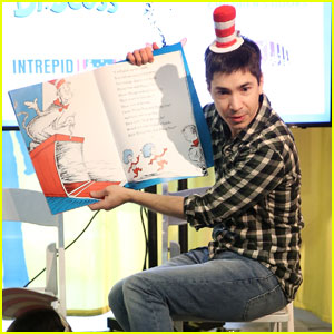 Justin Long Celebrates Read Across America Day With Dr. Seuss!