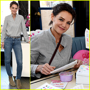 Katie Holmes Creates a Custom Lunchbox at Snackables Event