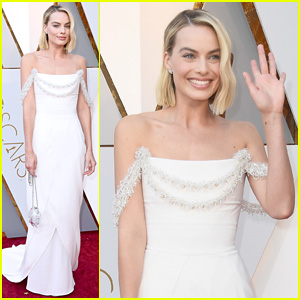 Margot Robbie's Oscars 2018 Look Was Designed For Her By Karl Lagerfeld!