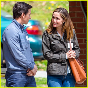 Mark Wahlberg & Rose Byrne Film Park Scene for 'Instant Family'