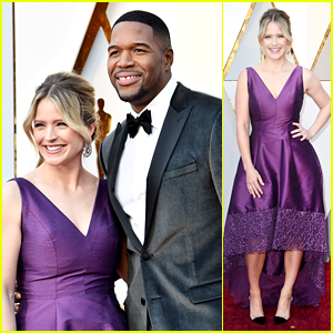 Michael Strahan, Sara Haines, & More TV Hosts Walk Oscars Red Carpet