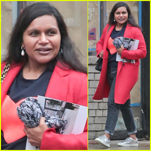 Mindy Kaling Goes Makeup-Free While Out in NYC
