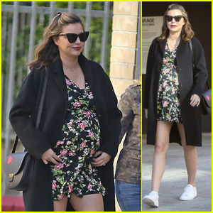 Pregnant Miranda Kerr Meets Up With Friends for Lunch!