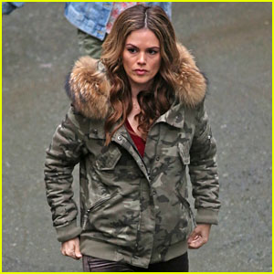 Rachel Bilson Bundles Up While Filming 'Take Two' in Vancouver