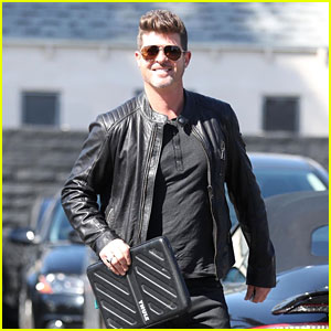 Robin Thicke Is the Man in Black for a Business Meeting