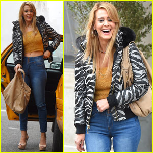 Sarah Paulson Shows Off Long Locks While Filming 'The Goldfinch'