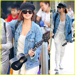 Selena Gomez Arrives in Sydney Carrying a Ukulele!