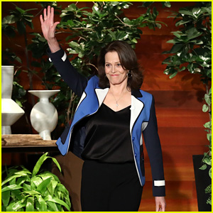 Sigourney Weaver Can Hold Her Breath for a Very Long Time - Watch!