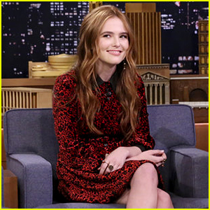 Zoey Deutch Can Make Herself Look Like She Got a Face Lift - Watch!
