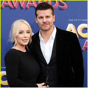 David Boreanaz & Wife Jaime Make Rare Appearance Together at ACM Awards 2018