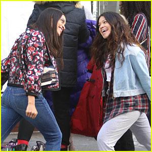 Gina Rodriguez & Rosario Dawson Goof Off on 'Someone Great' Set