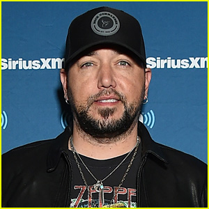Jason Aldean Notches Fourth Billboard 200 No. 1 Album With 'Rearview Town'!