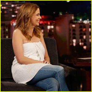 Jenna Fischer Wears Towel on 'Jimmy Kimmel Live' After Wardrobe Malfunction