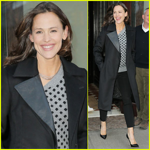 Jennifer Garner Goes Glam for Afternoon Meeting in NYC!