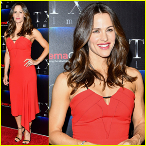 Jennifer Garner Talks Return To Action with 'Peppermint' at CinemaCon 2018!