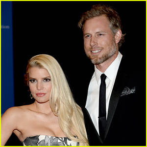 Jessica Simpson, Eric Johnson & Their 2 Kids Wear Matching Easter Looks in Cute Family Pic!