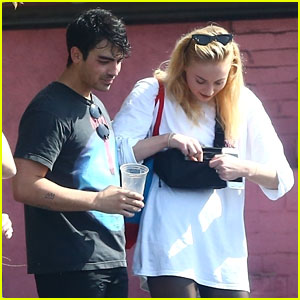 Joe Jonas & Fiancee Sophie Turner Chat With Friends After Their Workout