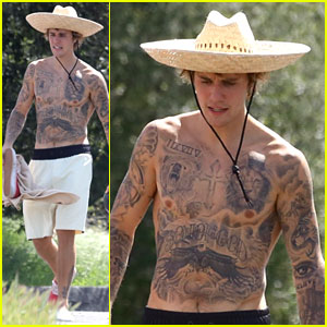Justin Bieber Goes Shirtless, Loses Shoe For Malibu Hike