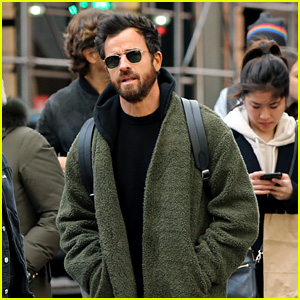Justin Theroux Shops at Supreme in New York City!