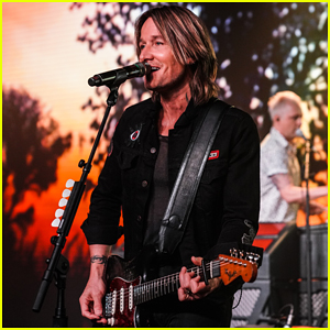 Keith Urban Surprises Fans at Marriott International Loyalty Member Preview Event!