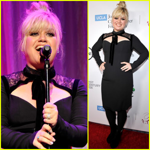 Kelly Clarkson Performs at Taste for a Cure Gala in Beverly Hills!