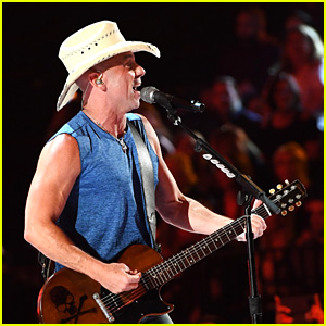 Kenny Chesney Performs 'Get Along' at ACM Awards 2018!