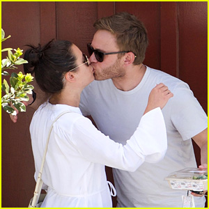 Lea Michele & Boyfriend Zandy Reich Share a Cute Kiss After Lunch Together!