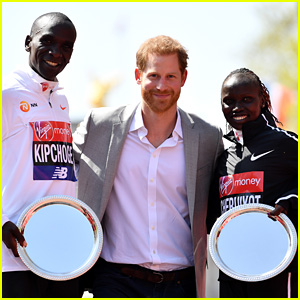 Prince Harry Poses with London Marathon Winners Eliud Kipchoge & Vivian Cheruiyot