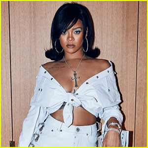 Rihanna Goes for '60s Vibes at Coachella 2018 Night One!