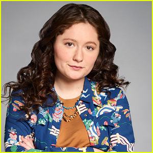 'Roseanne' Star Emma Kenney Enters Rehab for Personal 'Battles'