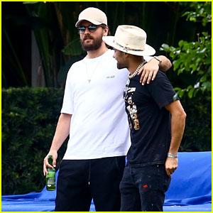 Scott Disick Goofs Around With Friends in Miami!