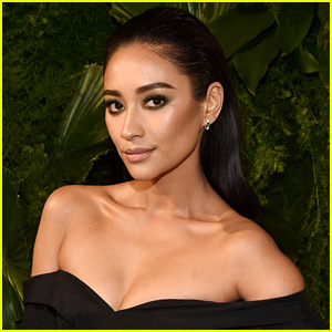 Shay Mitchell Responds to Claims of Faking Her Vacation Photos