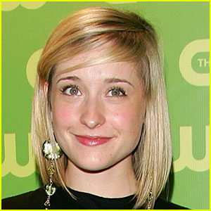 Smallville's Allison Mack Arrested for Alleged Sex Cult Involvement