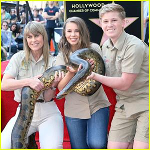 Steve Irwin's Family Brings Snake to Walk of Fame Ceremony!