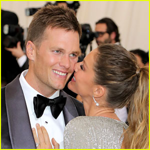 Tom Brady Shares Cute Photo of His Kids with Easter Bunny!