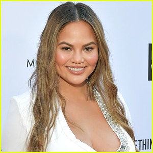 Pregnant Chrissy Teigen Skips Met Gala 2018, Tweets Hilarious Beauty Tips from Home!