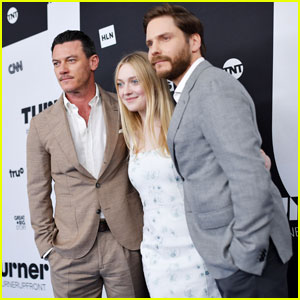 Dakota Fanning, Luke Evans & Daniel Bruhl Represent 'The Alienist' at Turner Upfronts