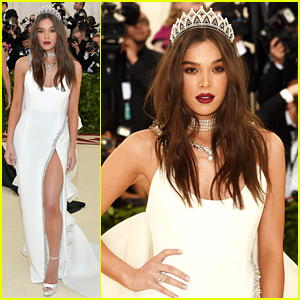 Hailee Steinfeld Wears a Crown on Met Gala 2018 Red Carpet
