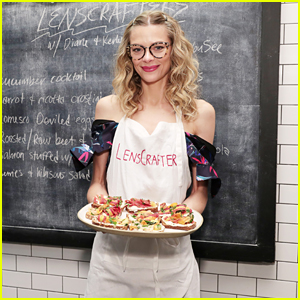 Jaime King Hosts an Eye-Healthy Cooking Class at Haven's Kitchen!
