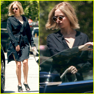 Jennifer Lawrence Kicks Off Her Day with a Lunch Meeting!