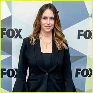Jennifer Love Hewitt Apologizes for 'Wrecked,' 'Hot Mess' Look on Red Carpet