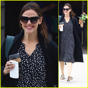 Jennifer Garner Shows Off Her Mother's Day Flowers After Church!