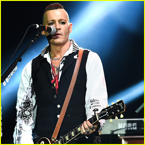 Johnny Depp Gets Bras Thrown at Him at The Hollywood Vampires Moscow Concert!
