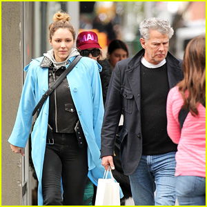 Katharine McPhee & David Foster Pair Up for a Grocery Run!