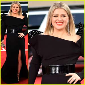 Host Kelly Clarkson Arrives at Billboard Music Awards 2018!